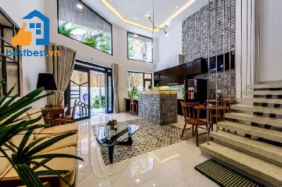 Serviced apartment for rent in Tan Binh district – Located on Bach Dang street, It's Close to the Tan Son Nhat Airport . Quiet and safe area , Full facilities around such ash gym, swimming pool, Shop,……
